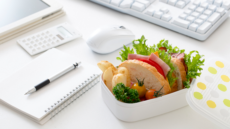 lunch-on-desk-main-6-best-healthy-lunch-swaps-for-a-nourishing-midday-meal-by-healthista