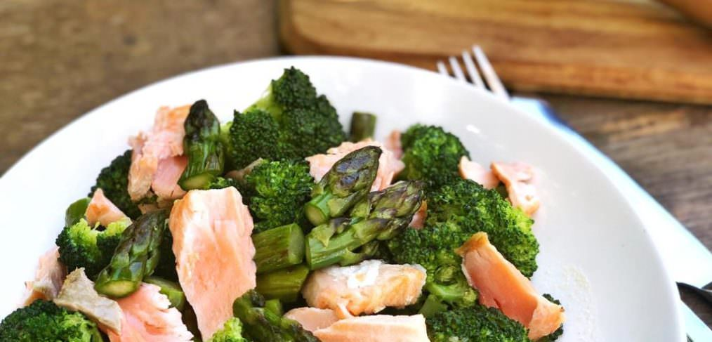Asparagus and Broccoli Salmon salad