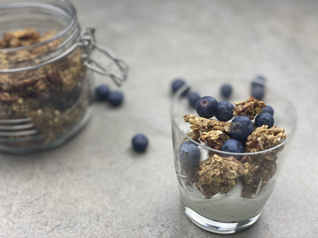 Healthy Banana Bread Granola; May Simpkin; Best foods for weight loss
