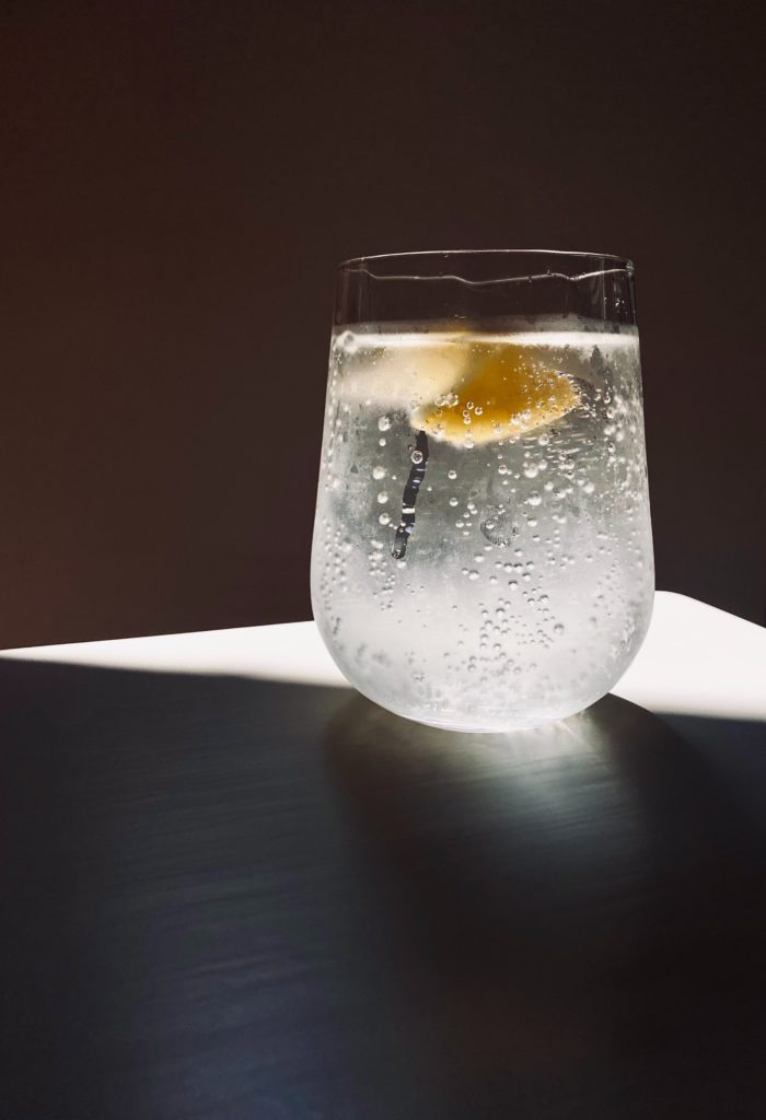 What's the difference between fizzy and sparkling water?